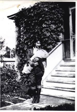 Anahareo and Dawn, 1932. Courtesy of Margaret Charko (Winters).